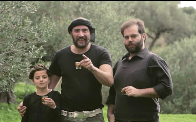 Xιουμοριστικά βίντεο, με ήρωες παραγωγούς από τις κύριες ελαιοπαραγωγικές περιοχές της χώρας. για το καλύτερο ελληνικό ελαιόλαδο