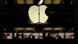 Η Apple ζήτησε συγγνώμη για την επιβράδυνση των παλαιότερων iPhone και αλλάζει πολύ φθηνά τις μπαταρίες