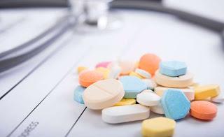 Μόνο σε φαρμακοποιούς οι άδειες, τονίζει σε σημείωμά του, το Υπουργείο Υγείας