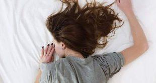 Ο επιστημονικός λόγος που «τινάζεσαι» κατά τη διάρκεια του ύπνου σου
