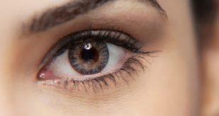 Βλέπετε μυγάκια, κηλίδες ή τριχίτσες στα μάτια σας; Ποια η αιτία και πόσο σοβαρό μπορεί να είναι;