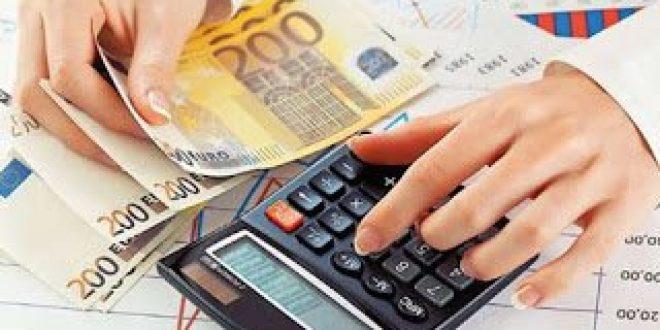 """Έμμεσοι φόροι και υπερπλεόνασμα """"ροκάνισαν"""" εισοδήματα - κατανάλωση"""