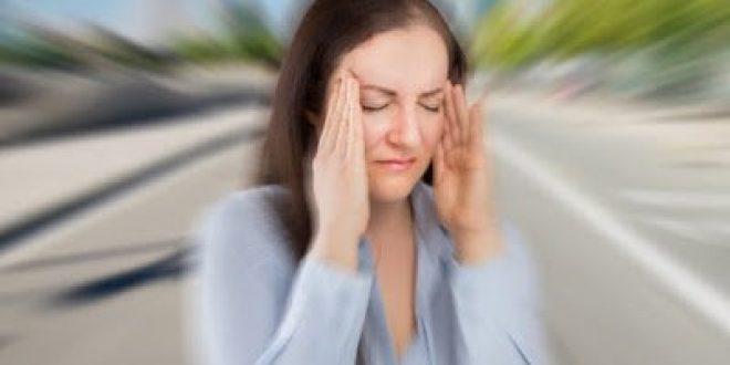 Αιτίες που πυροδοτούν πονοκέφαλο ή ημικρανία. Kαιρός, πολύ ύπνος, φως, θόρυβος προκαλούν κεφαλαλγία. Τροφές που πρέπει να αποφεύγετε