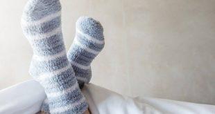 Γιατί πρέπει να κοιμάστε με τις κάλτσες