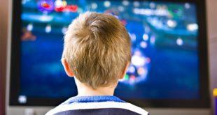 Η αυξημένη τηλεθέαση στα παιδιά συνδέεται με ανθυγιεινή διατροφή στην εφηβεία