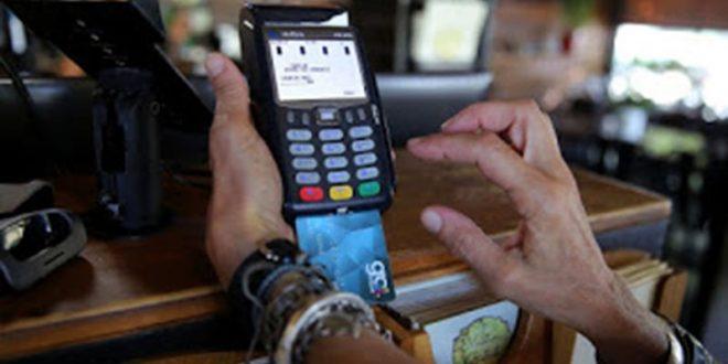 ΑΑΔΕ σε τράπεζες: Στείλτε τις συναλλαγές με ηλεκτρονικά μέσα πληρωμών για το αφορολόγητο