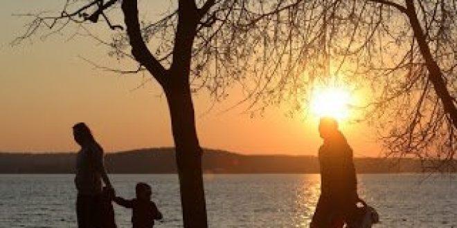 Η Ευρώπη γηράσκει. Οι νέοι στην Ελλάδα θέλουν να κάνουν οικογένεια, αλλά δεν μπορούν