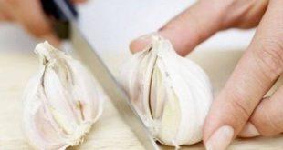 Πέντε τρόποι για να φύγει η μυρωδιά του σκόρδου από το στόμα