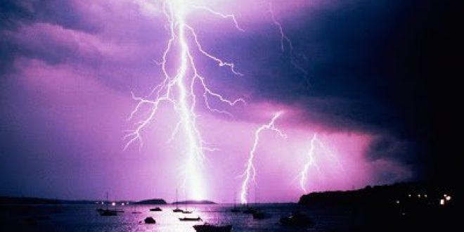 Τι είναι αστραπή και τι κεραυνός και πώς θα προστατευτείτε από τους κεραυνούς; Τι να κάνετε αν είστε στη θάλασσα με καταιγίδα;