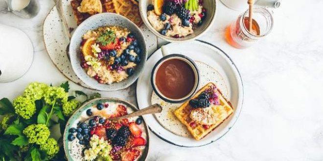 Η αντιφλεγμονώδης, ευεργετική τροφή που πρέπει να τρως αμέσως μετά το πρωινό ξύπνημα