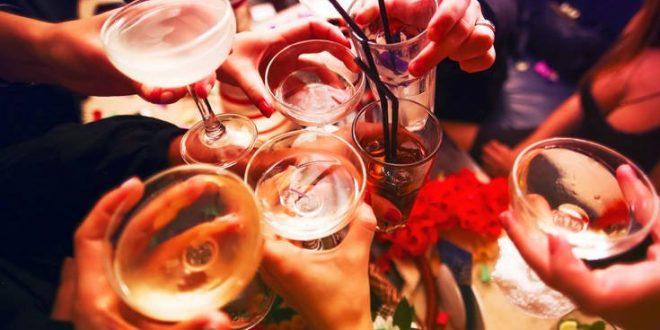 Το αλκοόλ το καλοκαίρι μπορεί να οδηγήσει σε αφυδάτωση